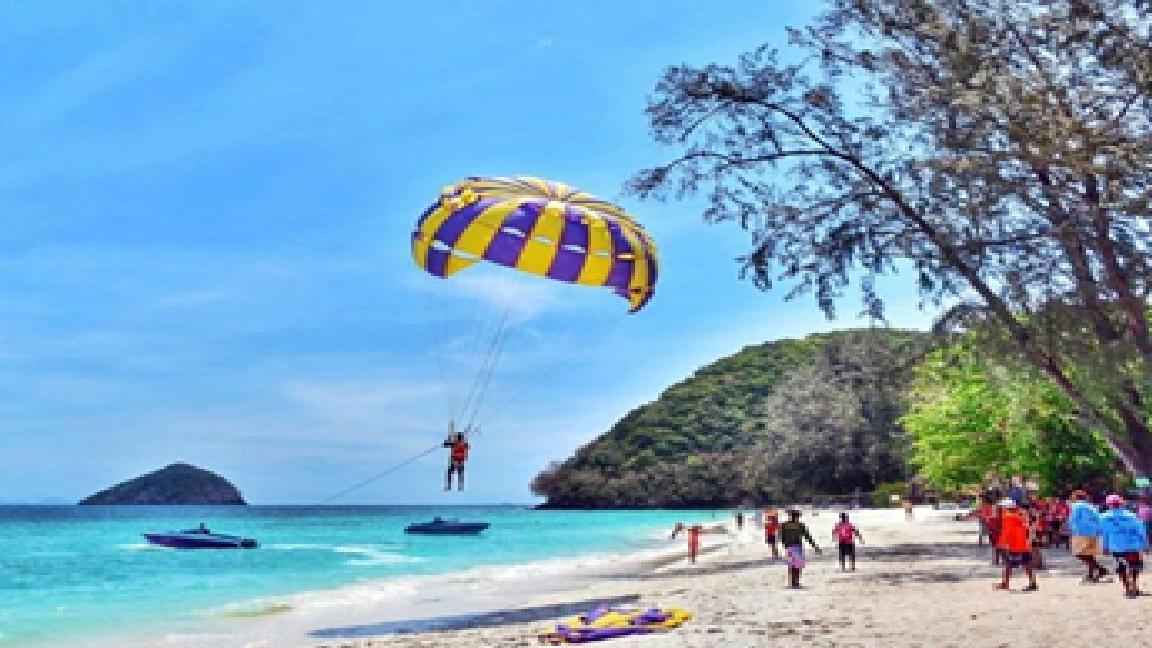 Dunk Island Holidays: Coral Island Tour & Parasailing Full Day